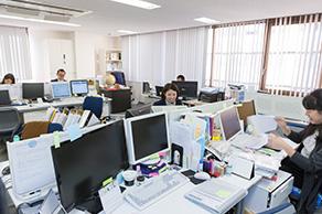 横浜事務所内全景